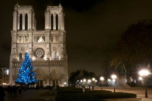 a look at the ancient masterpiece notre dame Your tour will take you by notre-dame cathedral, a true masterpiece of gothic architecture, as well as the sainte chapelle and the conciergerie, without forgetting one of the most emblematic symbols of the city's romanticism: the bridges of paris.