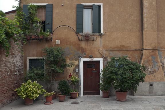 Beautiful house entrance 1320066 FB
