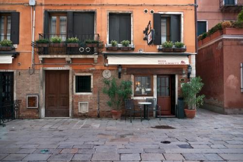 Hotel Alboretti 1330963 FB