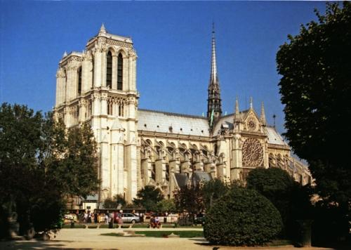 Paris 1997 Notre Dame and sq viviani BLOG