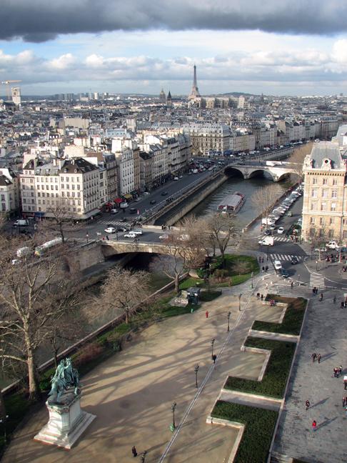 Notre Dame parvis and river 2008 DES