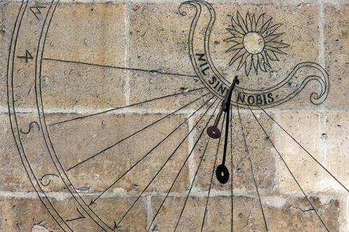 Cluny sundial 1110302 DETAIL BLOG