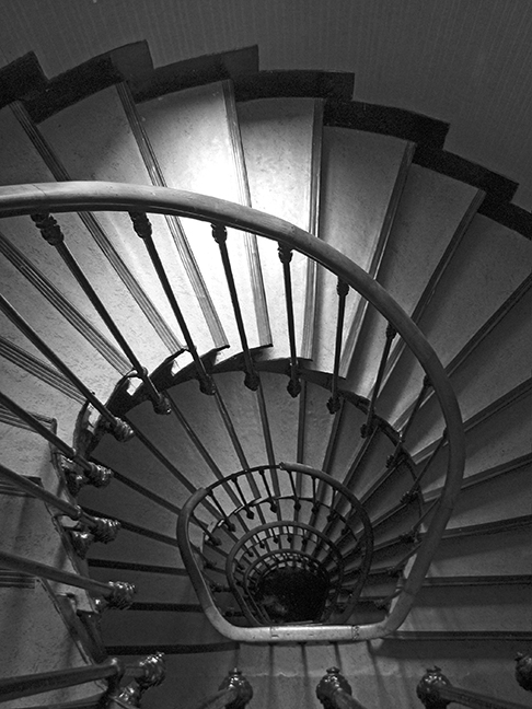 Paris hotel stairs BW BLOG