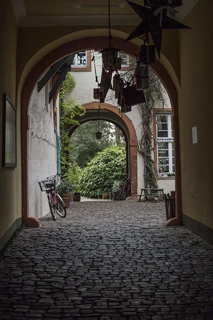 Heidelberg courtyard 1020963 BLOG