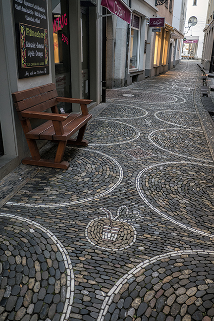 PAvers and alley 1190220