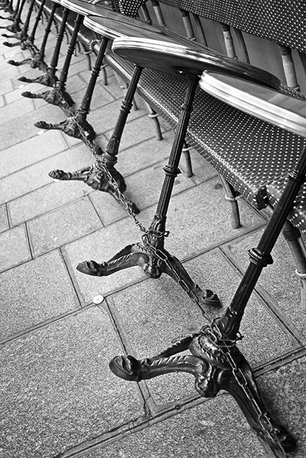Cafe tables 1020528 BW BLOG