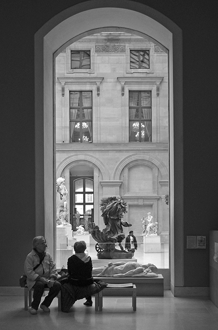 Louvre art repose BW BLOG