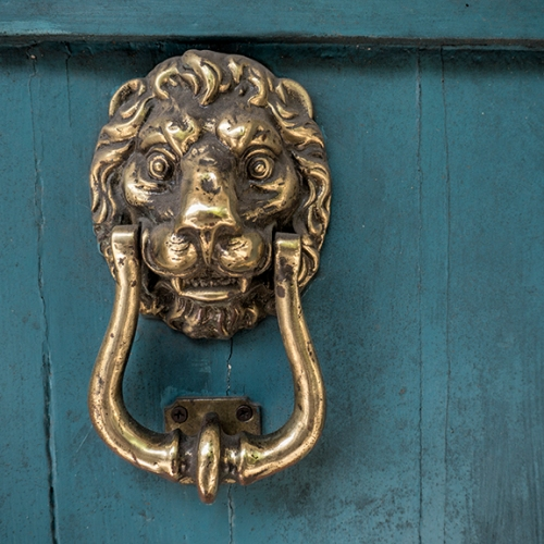 Doorknocker 1180198 BLOG