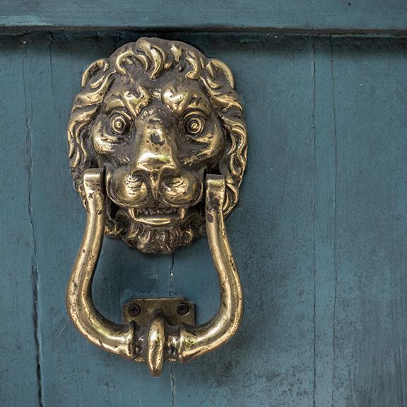 Doorknocker 1180198 BLOG