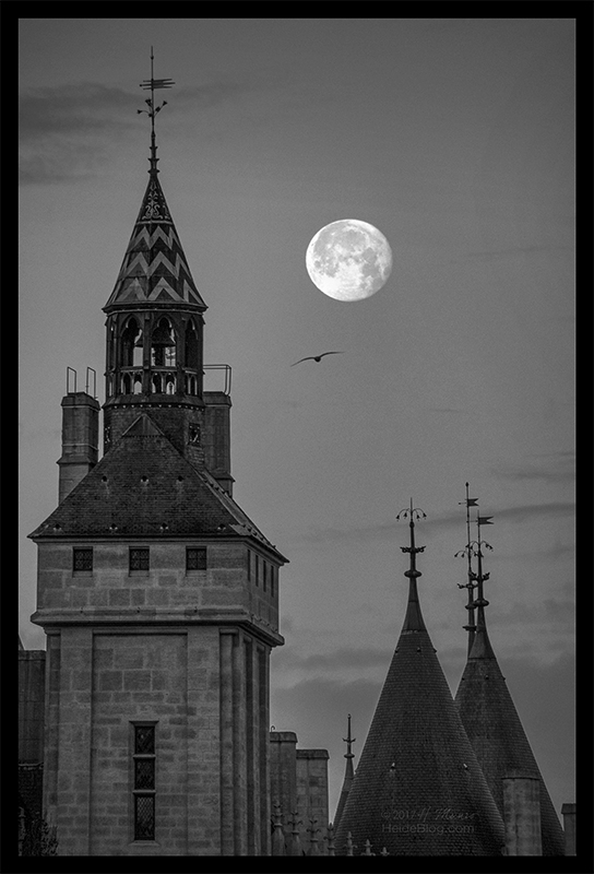 Conciergerie moonset 1080266 BW3 BLOG