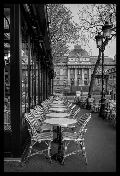 Palais de Justice and café 1090777 BW BLOG