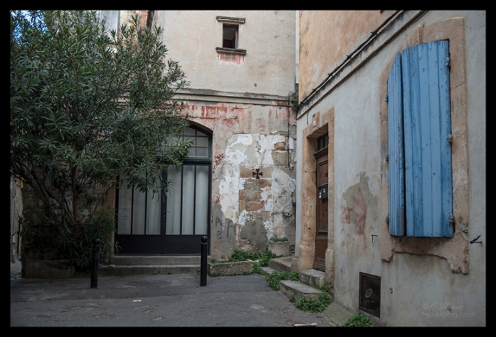 Courtyard 1690912 BLOG