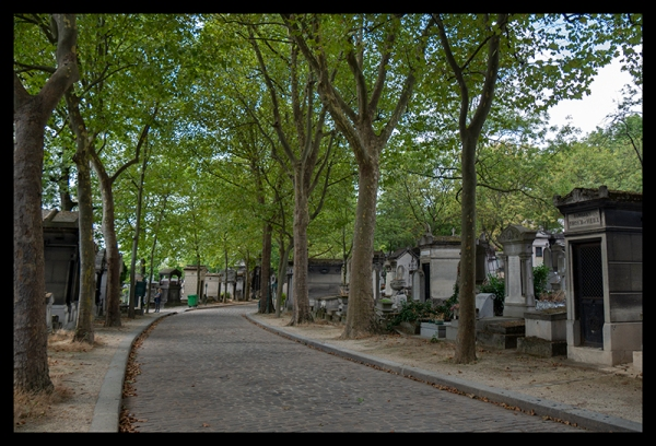 Grounds path Père Lachaise 1370772 BLOG